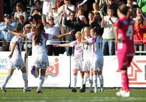 Malmö firar Caroline Segers 5-0-mål.