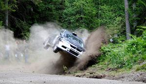 Jag var och fotograferade rallytävlingen Gästabudstrofén, till min hemsida Johannas Rallyfoto. Rallyt går i Nyköpings trakterna och där fick jag denna häftiga bil på bild. Han hade nog lite för hög ingångshastighet i svängen minsann!