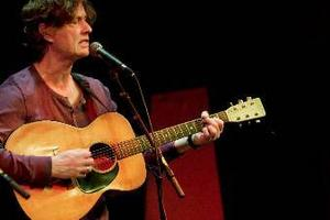 Dag Westling, sång, gitarr och banjo.