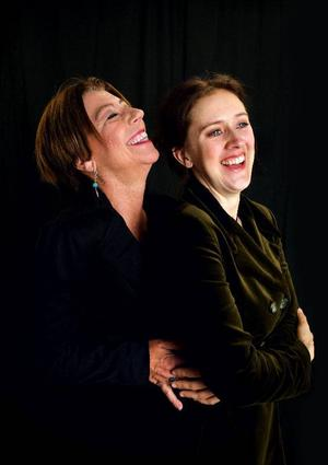 """Anita Nyman och Helena Svartling har snart turnerat färdigt med kabaréföreställningen """"Forssell""""."""