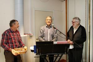 Anders Lagerkvist, Christer Byström och Roger Sedin laddar inför höstens sista tisdagsträff.