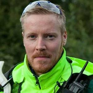 Kalle Hållberg, 33 år, kan bli bäst i världen på att ta loss olycksoffer.