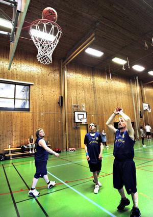 Med tidigare. BK Framtiden har deltagit i internationella mästerskap förut. År 2007 ingick fem spelare från laget i Sveriges landslagstrupp i basket till Special Olympics World Summer Games i Kina. Nu är det Daniel Hansson, Ola Lundqvist och Anton Arkesjö som ska tävla i Special Olympics i Aten.