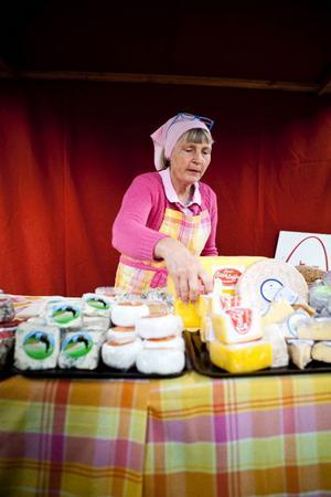 Eva Klensmeden från Åsbergets Gårdsmejeri var en av mathantverkarna på Eldrimners matmarknad i lördags.