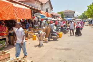 Marknad i Stonetown.   Foto: Tony Zelenoff/Shutterstock.com