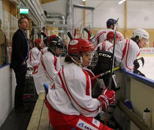 Magnus Persson kunde ta det lugnt i andra perioden då han fick se sitt lag gå från 2-2 till 7-2.