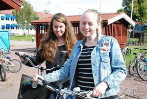 Matilda Öhman till vänster och Matilda Mörk, klass 9A har synpunkter på högstadieflytten.