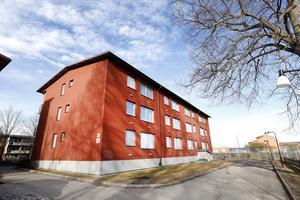 På Nygatan 73 ville man inte hamna på 1800-talet. Idag står ett av Gavlegårdarnas hyreshus på platsen,  men förr var det adressen till en mer skräckinjagande instans.