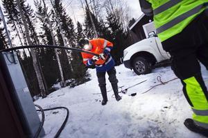 Åke Nilsson från EltelNetwork och hans arbetsgäng hade hårt tryck på sig. Förutom Hassela Ski var exempelvis Hasselakollektivet och Franshammars vandrarhem strömlösa.