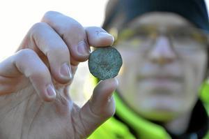 Hittade mynt. Det här myntet från 1800 hittade Johnny Rönngren på grusvägen som går förbi svärdplatsen.
