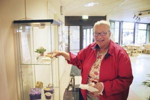 Fyller år. Elsy Hansson fyller 80 år i dag. Hon firar med sina döttrar.
