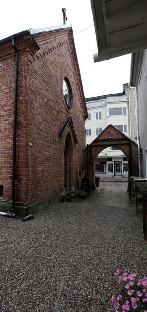 Portalen ut mot Norra Central-gatan.