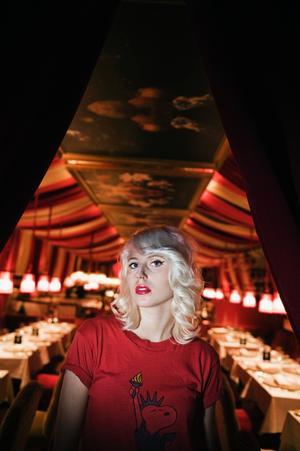 """Amanda själv. """"Skivan speglar mig och mina tankar och mina känslor"""", säger Amanda Jenssen som beskriver albumet som sitt mest personliga hittills."""