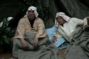 Lars-Erik Häggblom och Tord Berbres blir väckta i Getsemane trädgård och berättar hur Jesus där blir gripen.