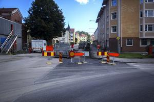 Arbetet vid Trädgårdsgatan i Söderhamn blev inte klar i tid.