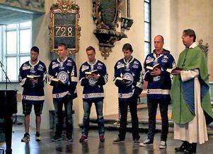 Framträdandet av Mike Siedel, Mikael Johansson, Jens Jakobs, Ryan Russel, Oscar Alsenfelt och kyrkoherde John Sund kom som en överraskning för kyrkobesökarna som tackade med en varm, spontan applåd.