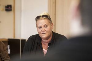 Helena Brink tänker om och lämnar sin kommunfullmäktigeplats. Den tillhör Centerpartiet menar hon.