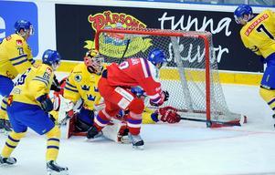 Tjeckien vann landskampen med 4-1. Längst till höger Örebrobacken Johan Motin (nr 7).