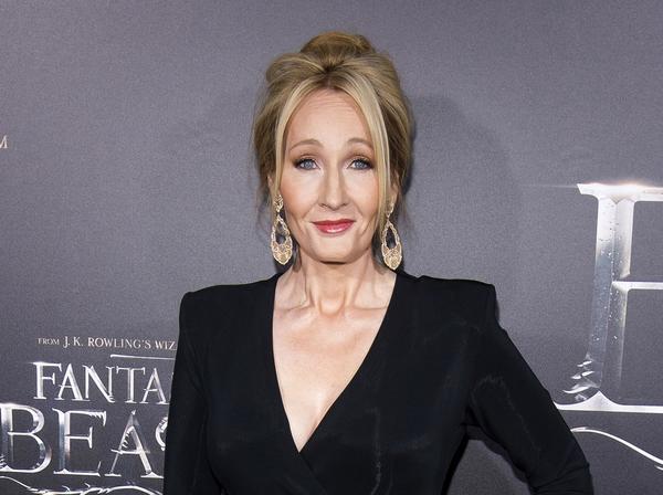 JK Rowling var ensamstående mamma utan speciellt mycket pengar innan hon släppte den första boken om Harry Potter. Sedan förändrades allt. Det gångna året var hon enligt Forbes tredje bäst betald i underhållningsbranschen.