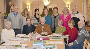 Bilden är från en tidigare kurs i älvdalska, då Bengt Åkerberg sittande i mitten, höll kursen.