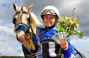 Cassandra Svedlund har blivit utsedd till årets ledare av Svensk Travsport.