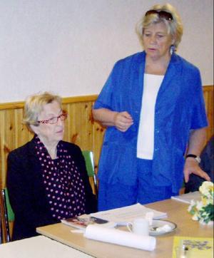 Marianne Stålberg och Margareta Winberg på turné i länet.