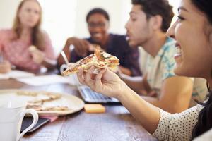 Panelen har testat sex varianter av capricciosa fryspizza. Vinnaren blir Icas stenugnsbakade.   Foto: Shutterstock.com
