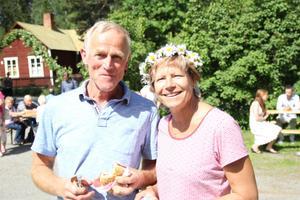 Norska Jon Hagen och Bärbel Slhaab firar sin första midsommarafton någonsin.