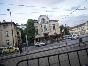 Ett hus i mindre bra skick i centrala Sofia.