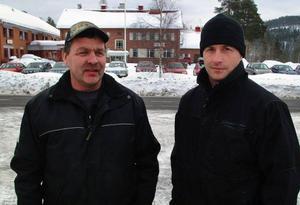 Arne Andersson och Jon Jonsson efterlyser någon förädlare att ta hand om fångst från årets Storslok i Stugun.  Foto: Ingvar Ericsson