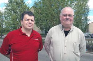 Centerpartisterna Hans Jonsson och Karl-Evert Hellsén vill belysa partiets lokala inställning vad gäller inplantering av varg.