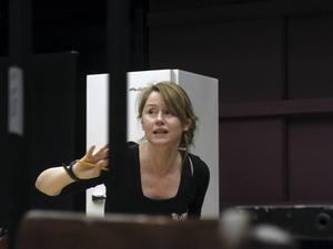 Folkteaterns Kajsa Isakson regisserar