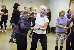 Monika Selkmans och  Ewa-Lena Telemarks dansglädje går inte att ta miste på.