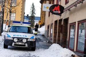 Vid halvfemtiden på torsdagseftermiddagen larmades polisen till ett pågående inbrott i en solarielokal på Artillerigatan. Två män i 20-årsåldern greps senare misstänkta för brottet.   Foto: Ulrika Andersson