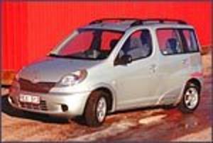 Foto: OLLE HILDINGSON Ingen skönhet. Toyota Verso kan kallas ful men det är ett höghus med charm och mängder av smarta lösningar.