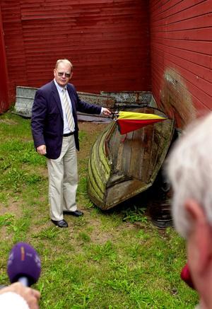 Vallning av Jan-Erik Brandt på mordplatsen i Äppelbo. Åklagaren Olle Sohlberg visade upp platsen där Marie Samuelssons kropp hittades, under en båt intill husväggen.