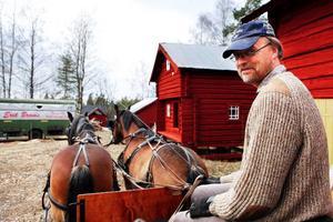Erik Broms är nu på väg hem till Önet i Nälden för att vila upp inför kommande parhästtävlingar.