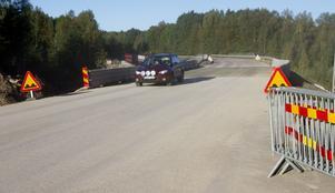 Det är nu fritt fram för biltrafiken att passera genom Stensbo. Om 14 dagar kommer den uppgrävda vägsträckan att asfalteras men den riktiga finishen får vänta till våren.