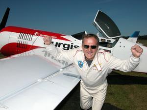 Jurgis Kairys, världsmästare i konstflyg och en av världens främsta uppvisningspiloter, återvänder till Dala-Järna och Flygfesten.