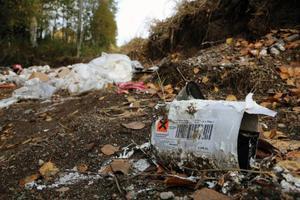 Trots att den handlade om miljöfarligt gods som spreds ut larmades aldrig miljökontoret vid Härjedalens kommun.– När det händer sådan här saker borde vi informeras, säger miljöinspektör Malin Göransson.
