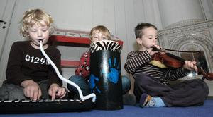 Elias, Vilmer och Edvin heter de här glada musikanterna på Fiolen.