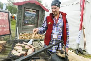 Marcus Lundgren från Ramundberget brassar fjällsida från Bruksvallarna.
