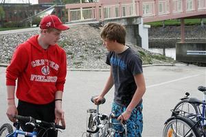Hampus Hamsund och Jocke Pettersson jobbade med cykelbytardagen.