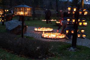 Gravljusen lyser upp kyrkogårdarna runt om i landet under allhelgonahelgen.