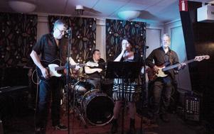 Berit Svenningson Bluesband, fick omedelbart temperaturen och stämningen att stiga i konsertlokalen.