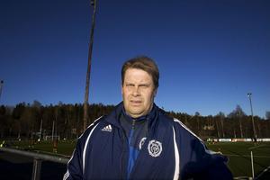 Delsbos tränare Leif Svensk har en till hälften ny trupp att jobba med.