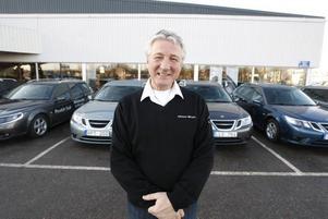"""Tror inte på nedläggning. Bilhandlaren Christer Eriksson tror inte att varumärket Saab kommer att försvinna. """"I min värld finns det inte på kartan,"""" säger han."""