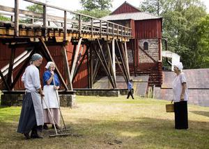 Världsarvet Engelsbergs bruk, här vid en teateruppvisning för några år sedan, drogs i gång av Engelbrekt Engelbrektssons farfar Englika.