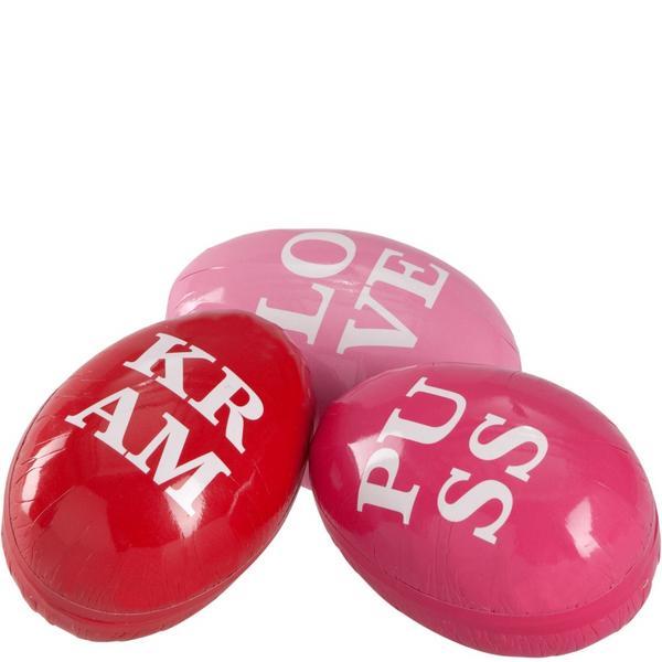 Kärleksfull? Ägg att fylla med godis eller gåva finns hos Åhléns.