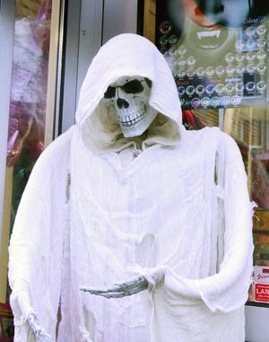 SKRÄCK ÄR TEMAT FÖR HALLOWEEN. Det är framför allt barn och ungdomar som anammat Halloweenfirandet med maskerad på dagis, skolor och på privata fester.
